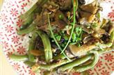 Légumes d'été sautés au soja et basilic thai