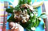Salade de mâche aux champignons crus et cuits