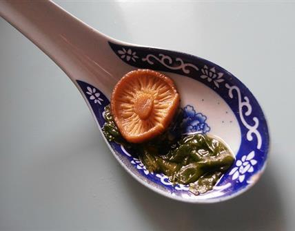 Soupe d'épinards aux champignons parfumés