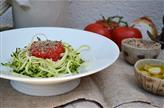 Spaghetti de courgettes et sauce tomate crue